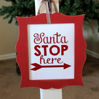 Santa-Stop-Here-display-wood-connection-10